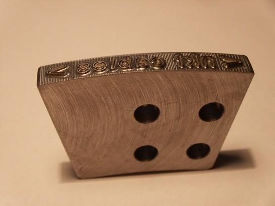 Ocelový razník - vypouklý