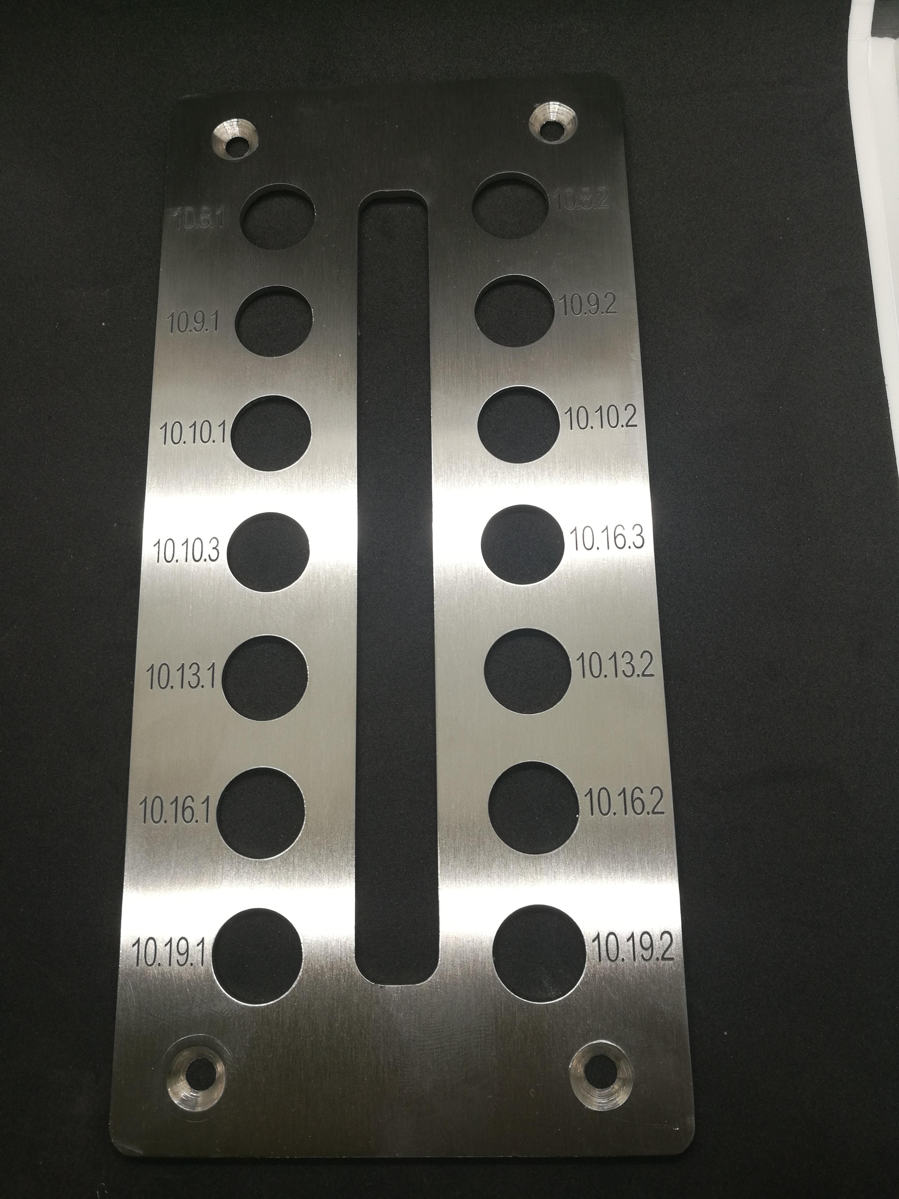 Nerezový přístrojový panel