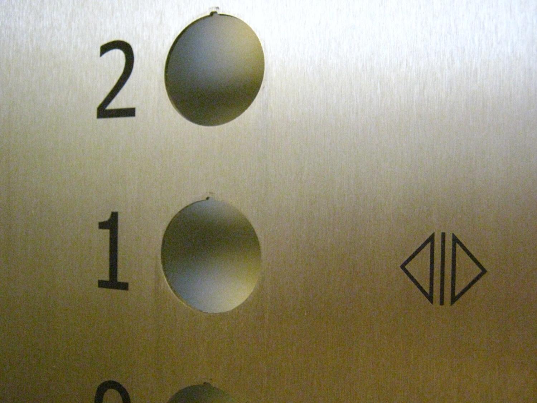 Krycí panel (tablo) výtahu